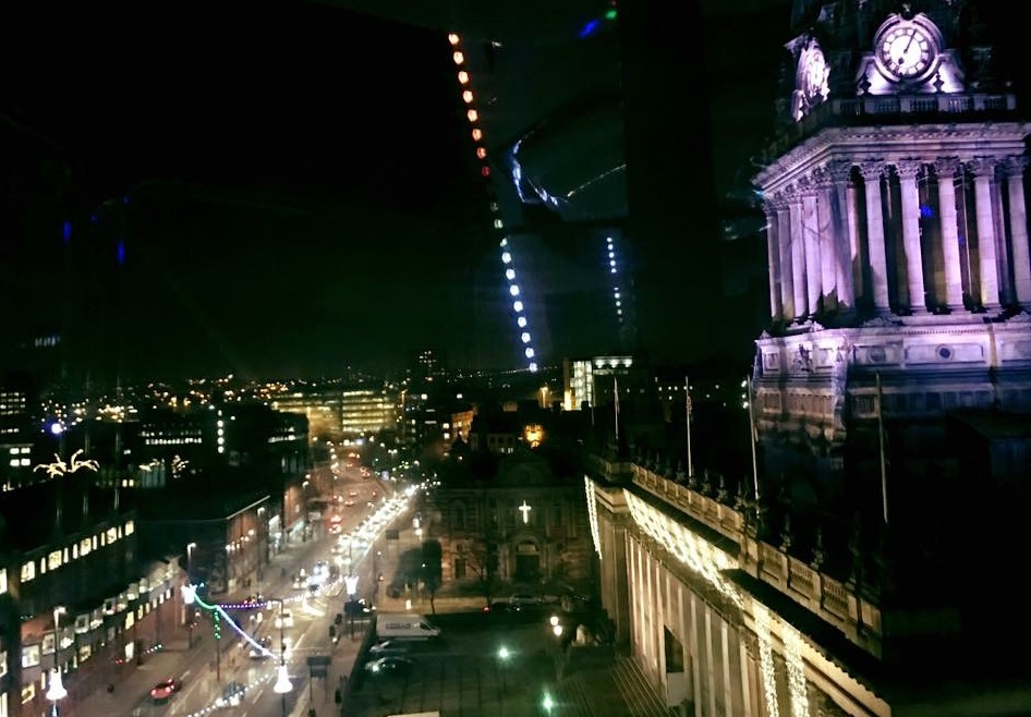 Photo of Leeds town hall at night